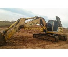 Escavadeira New Holland E215 ME