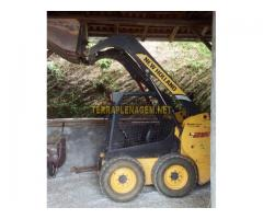 Minicarregadeira New Holland L215