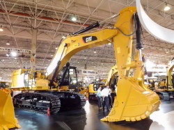 Caterpillar 374F na M&T Expo 2015