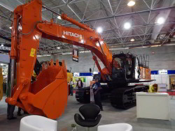 Hitachi 470LC na M&T Expo 2015