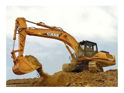 Escavadeira Case CX470b executando escavação.