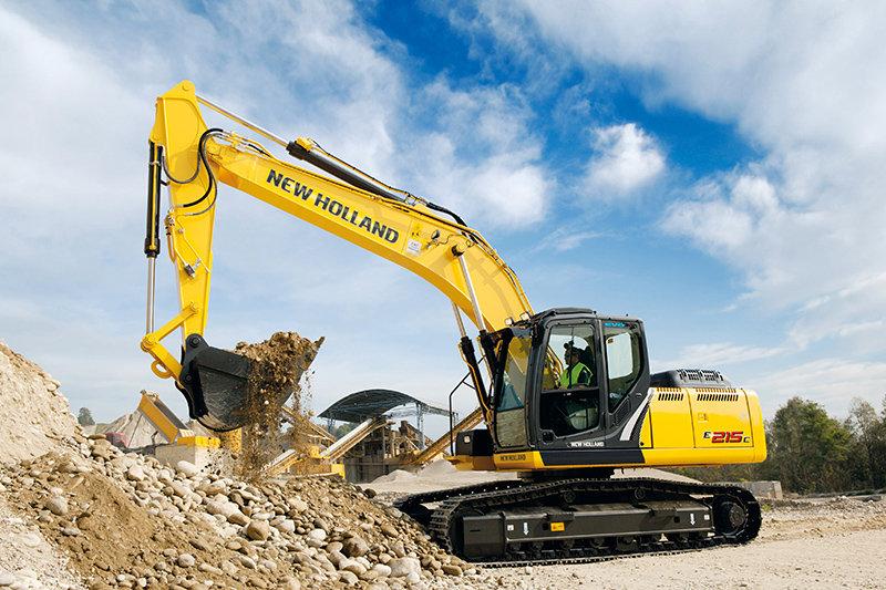 Escavadeira New Holland E215C